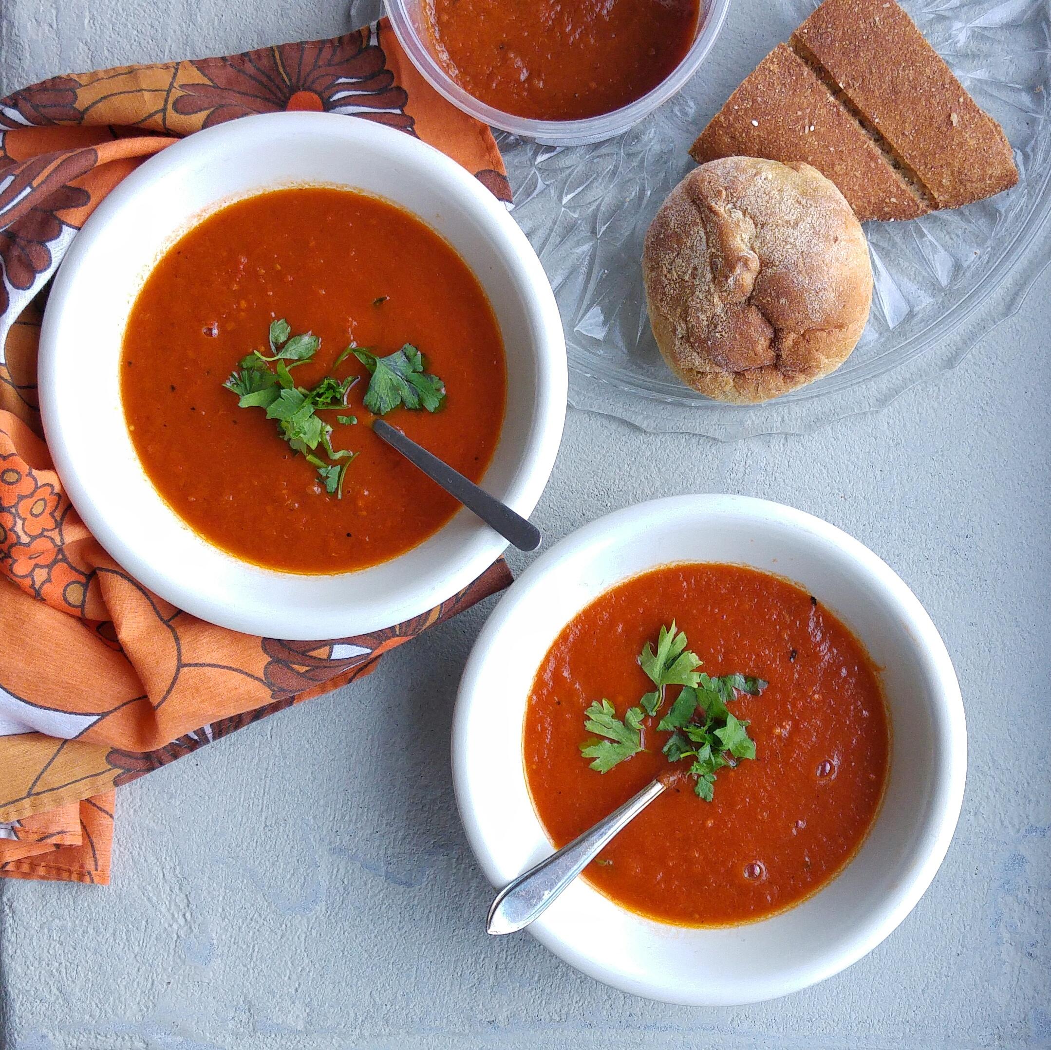 Met deze makkelijke soeprecepten maak je in heen handomdraai een verse gezonde tomatensoep. Snel en simpel!