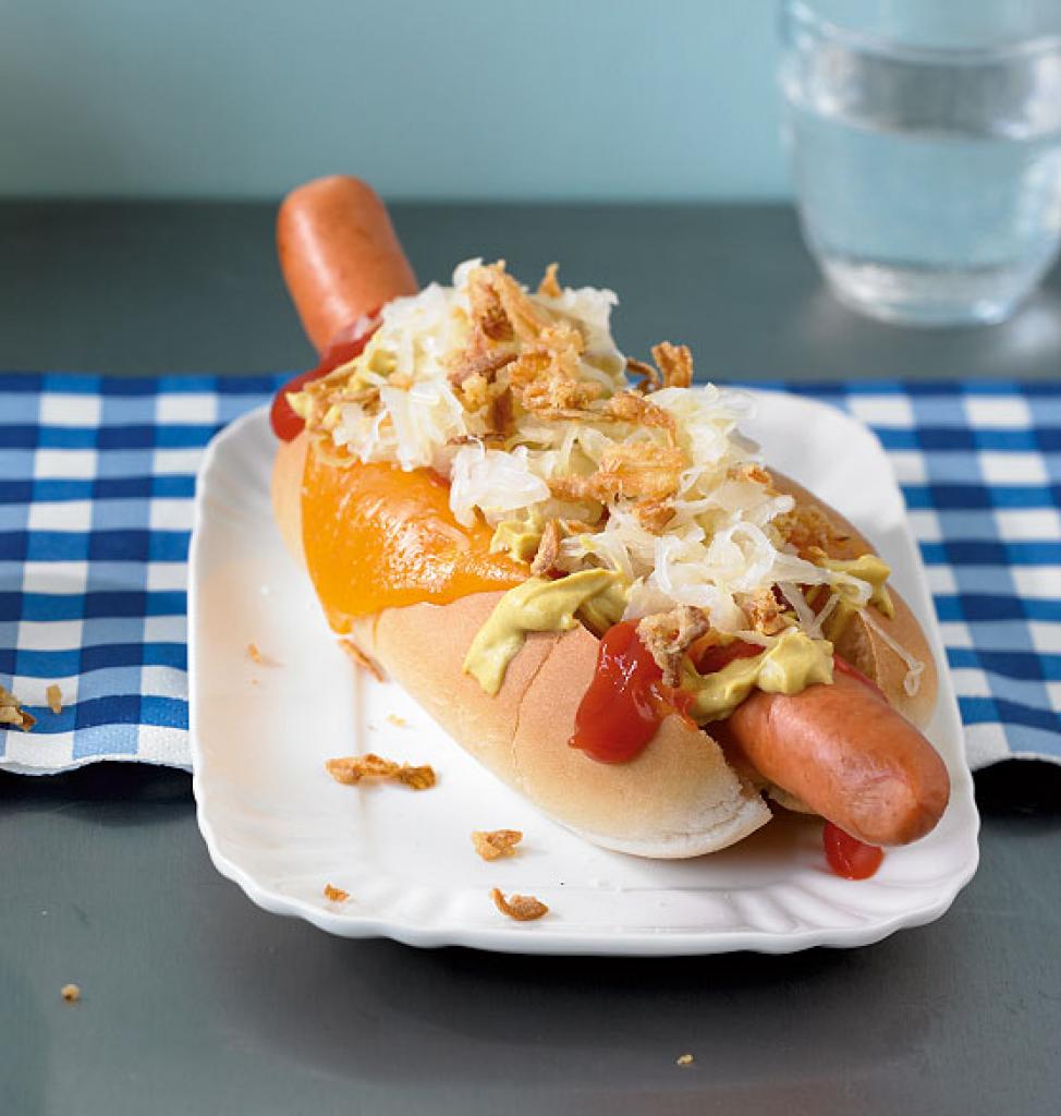 Hot-Dogs-mit-Sauerkraut-e4e3ed5c2adc7feda2d9c79a62a3a988_fjt2011040221