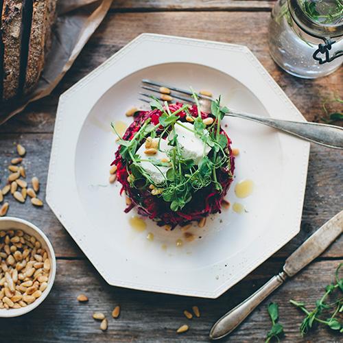 jamie-magazine-the-green-kitchen-bietjes-salade-pijnboompitten--
