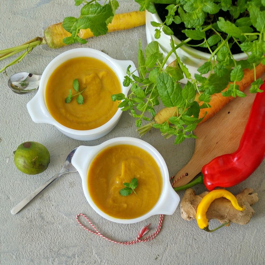 Maak een voedzame groentesoep van verlepte groenten uit je eigen groentela.