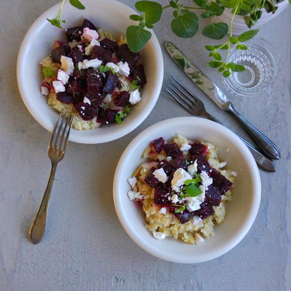 Recept voor stamppot vol groenten: knolselderij, kruiden en bietjes.