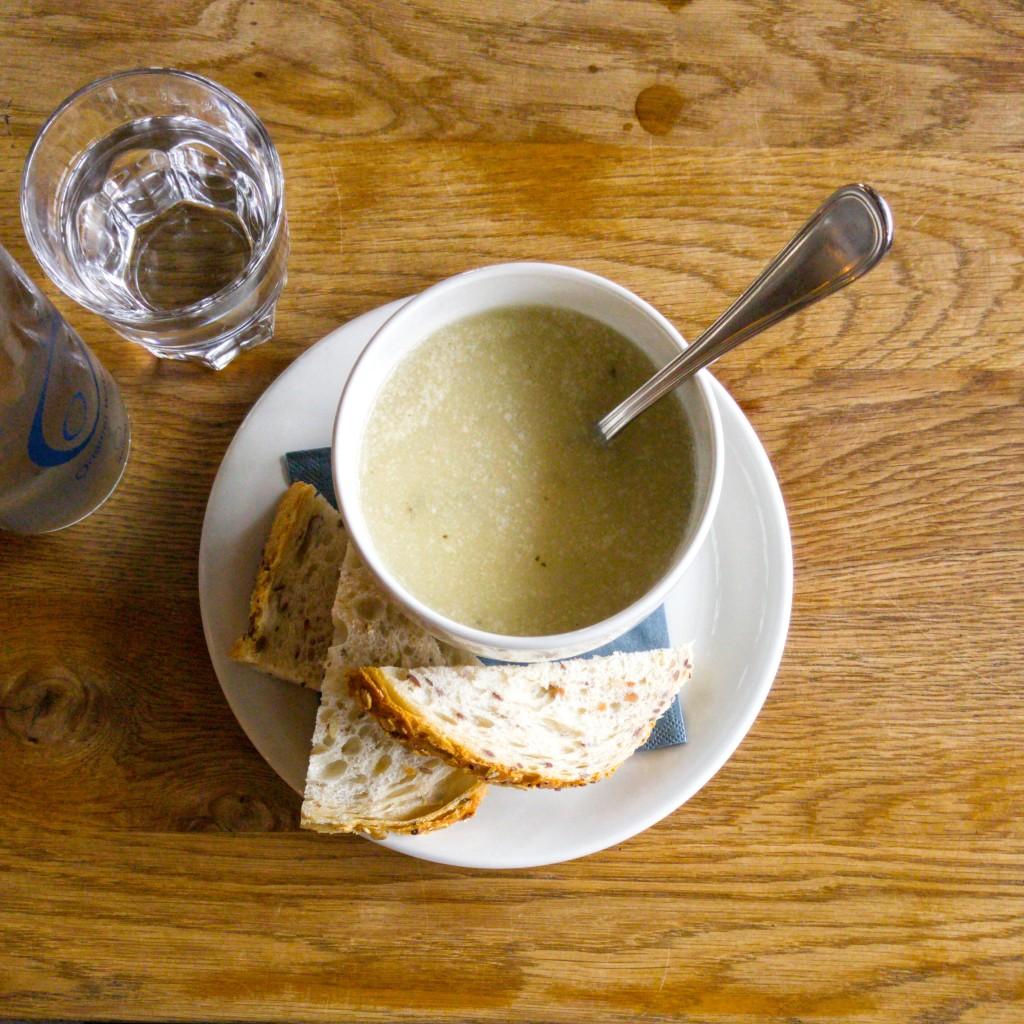 Tour de Soupe gaat op soeptournee door Rotterdam, op zoek naar de leukste en lekkerste plekken om soep te eten.