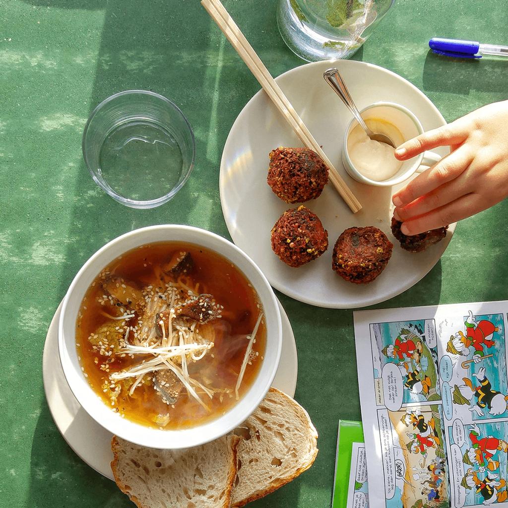 diana van ewijk, alias soephoofd, gaat op #TourdeSoupe op zoek naar de lekkerste soepen van Nederland.