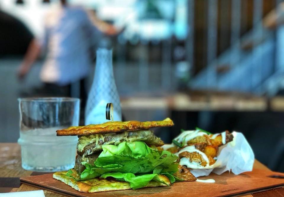 bugs-burger-insecten-eten-the-greenhouse-ecotarivist-diana-van-ewijk-