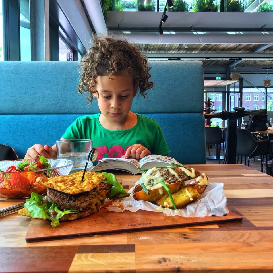 bugs-burger-insecten-eten-the-greenhouse-ecotarivist-diana-van-ewijk-proefpanel