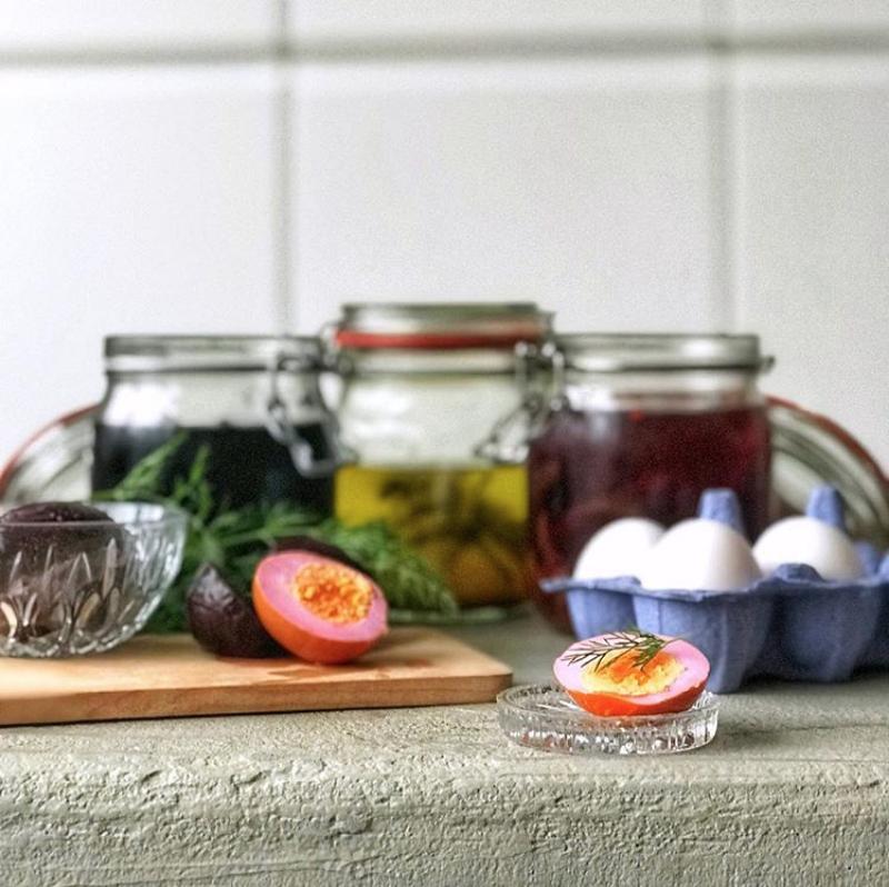 rainbow-pickled-eggs-regenboog-pekel-ei