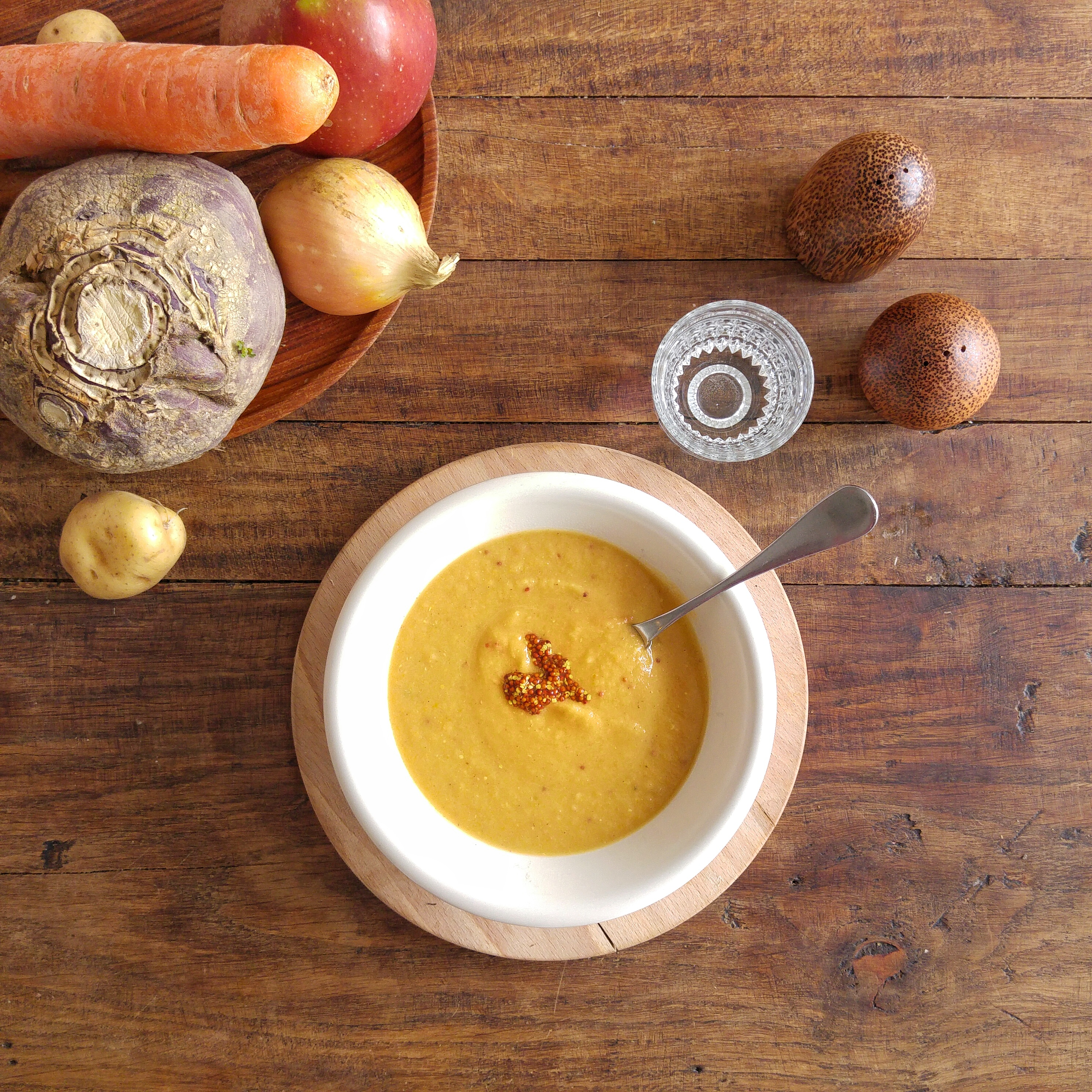 koolraap-soep-met-mosterd-en-appel-recept